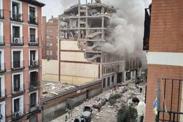 Au moins trois morts dans une explosion apparemment due au gaz à Madrid )