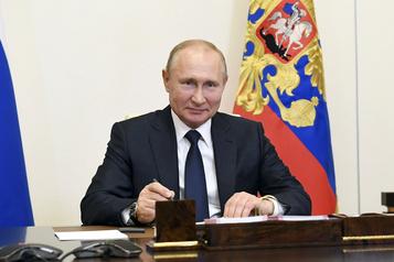 Poutine relance son référendum constitutionnel, Moscou se déconfine prudemment)