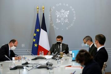 Vaccination Macron admet «des difficultés pour convaincre sur l'AstraZeneca»)