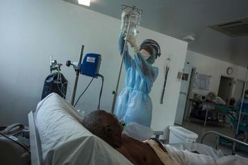 Haïti atteint un pic dans l'épidémie, moins virulente que prévu)