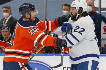 Oilers d'Edmonton Alex Chiasson écope une suspension d'un match pour un double-échec)