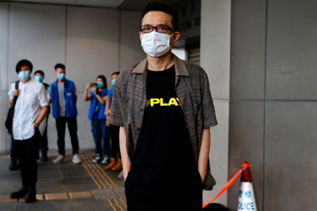 Abandon des poursuites contre le chanteur Anthony Wong Yiu-ming)
