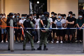 Fête nationale chinoise Hong Kong salue le «retour de la paix», des dizaines de personnes arrêtées)