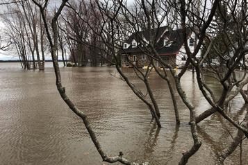 Chronique nécrologique d'une maison inondée)
