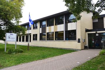 Des cas de COVID-19 dans 334écoles du Québec)
