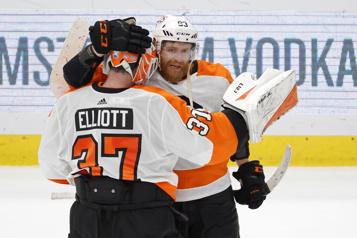 Les Flyers surprennent les Capitals et l'emportent 4-2)