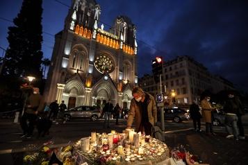 Attaque à Nice Un homme arrêté pour avoir diffusé la photo d'une des victimes)