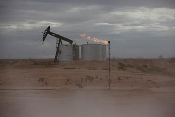 Le pétrole coté à New York chute de 5% en séance)