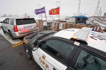 Les trains roulent à Belleville, la barricade de Kahnawake fortifiée