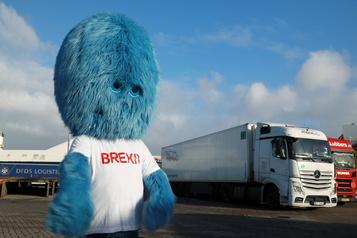 Le «monstre du Brexit» au port de Rotterdam)
