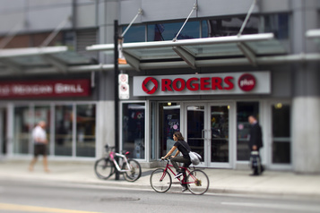 Les investisseurs saluent la performance de Rogers)