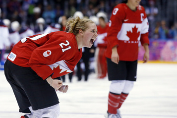 Hockey : Haley Irwin accroche ses patins)