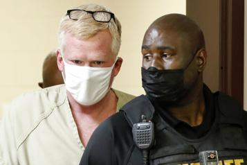 Accusé d'avoir orchestré son propre «meurtre», un avocat américain se rend à la police)