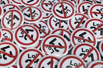 Loi 21 Deux groupes font appel de la décision)