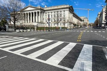Les mesures de relance font exploser le déficit budgétaire des États-Unis)
