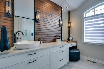 La métamorphose de quatre sallesde bains