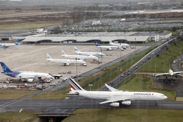 La majorité des compagnies aériennes envisagent des réductions d'effectifs )