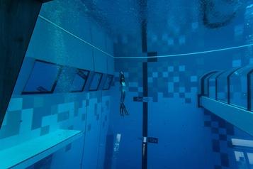Ouverture de la piscine la plus profonde du monde)