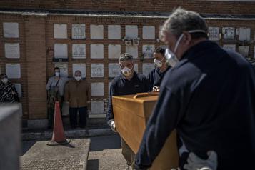 Avec 838morts en 24heures, l'Espagne craint la saturation des hôpitaux