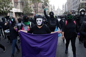 Mexique Manifestation féministe contre un homme politique accusé de viols)