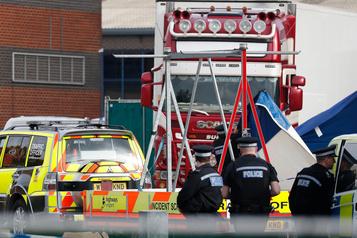 Des dizaines de corps découverts dans un camion près de Londres
