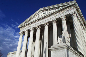 La Cour suprême va se pencher sur la politique migratoire de Trump)