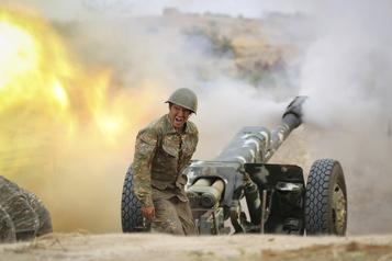 Arméniens et Azerbaïdjanais poursuivent les combats, malgré les appels internationaux)