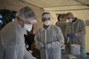 Un record de plus de 16000nouveaux cas de COVID-19 en France)