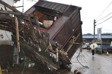 Japon: plus de 30morts lors d'inondations et glissements de terrain)