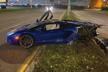 Une Lamborghini abandonnée à Montréal après un grave accident