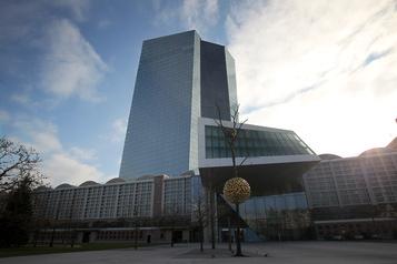 La BCE maintient ses taux directeurs et lance une revue stratégique