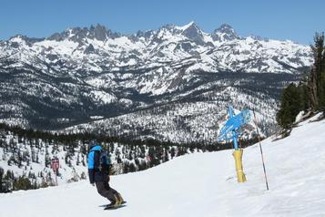 Skier en Californie)