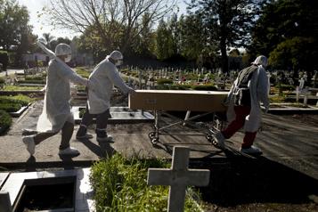 Argentine Record de décès et de contaminations à la COVID-19 en 24heures)