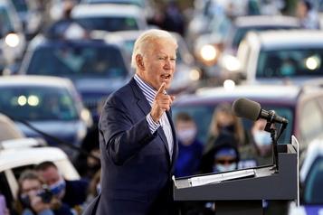 COVID-19 Trump a «agité le drapeau blanc de la défaite», avance Biden)