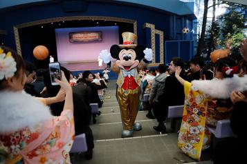 Tokyo: la fermeture des parcs d'attractions Disney prolongée
