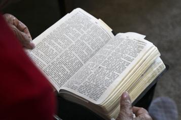 La balado d'un prêtre sur la Bible numéro un aux États-Unis)