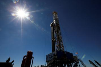 Le pétrole gagne du terrain, la production américaine toujours affectée)