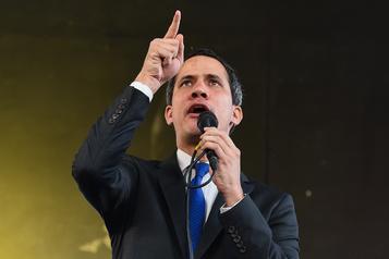 Venezuela: réélu à la tête du Parlement, Guaidó tente de ranimer la flamme