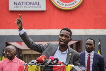Ouganda Bobi Wine abandonne son recours contre l'élection présidentielle)