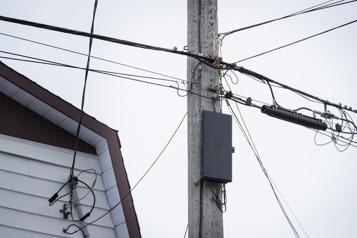 Accès aux poteaux de Bell Québecor demande à Legault d'intervenir)