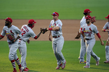 Les Cardinals gagnent le premier match de la série contre les Padres)
