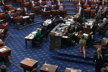 Le Sénat américain approuve le plan de relance)