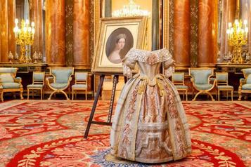 La reine est partie, Buckingham rouvre ses portes