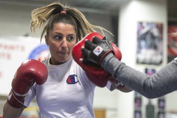 Boxe féminine Kim Clavel parmi les espoirs de l'année du WBC)