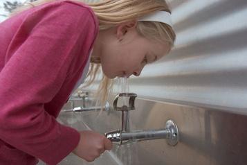 Plomb dans l'eau: Québec exige un test dans toutes les garderies
