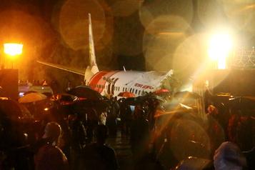 Inde: au moins 14morts et 15blessés graves dans la sortie de piste d'un avion)