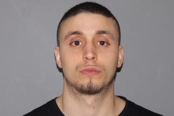 Possession d'une arme à feu Six ans d'emprisonnement pour un multirécidiviste)