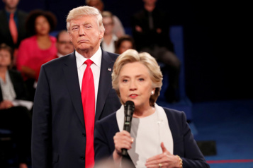 Un homme arrêté pour avoir trompé des électeurs de Clinton en 2016)