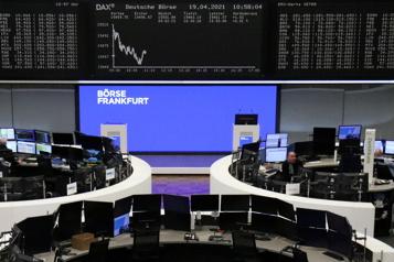 Les marchés boursiers européens inquiets d'une hausse des taux d'intérêt)