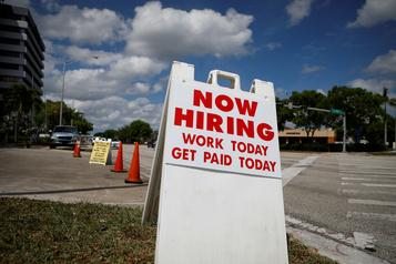 É.-U.: les inscriptions au chômage sous la barre du million )